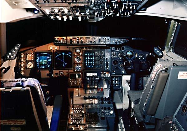 Şekil 1. Boeing 747 Elektronik kokpit göstergelerine geçiş